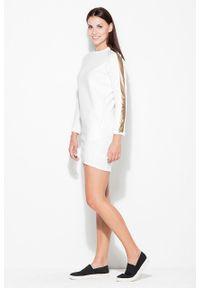 e-margeritka - Sukienka casual ze złotymi lampasami ecru - l. Okazja: na co dzień. Kolor: złoty. Materiał: bawełna, dresówka, materiał, elastan. Typ sukienki: proste. Styl: casual