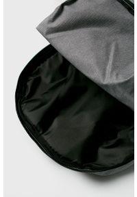 Szary plecak Under Armour z nadrukiem