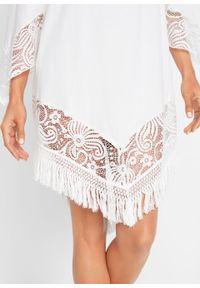 Biała sukienka bonprix na plażę, w koronkowe wzory