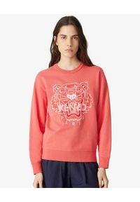 Kenzo - KENZO - Koralowa bluza z haftowanym tygrysem. Okazja: na co dzień. Kolor: czerwony. Materiał: bawełna. Długość rękawa: długi rękaw. Długość: długie. Wzór: haft. Styl: casual