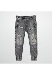 Cropp - Jeansowe joggery - Jasny szary. Kolor: szary