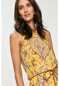 Desigual - Sukienka. Kolor: żółty. Materiał: tkanina. Typ sukienki: rozkloszowane