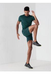 4f - Spodenki do biegania szybkoschące męskie. Kolor: morski. Materiał: dzianina, skóra. Sport: fitness