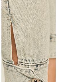 Niebieski jeansy loose fit ANSWEAR z podwyższonym stanem, w kolorowe wzory