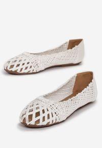 Renee - Białe Balerinki Mayara. Nosek buta: okrągły. Zapięcie: bez zapięcia. Kolor: biały. Materiał: jeans, materiał. Wzór: gładki, ażurowy. Sezon: lato. Styl: wakacyjny, boho, klasyczny