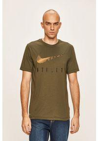 Zielony t-shirt Nike z nadrukiem, z okrągłym kołnierzem, casualowy