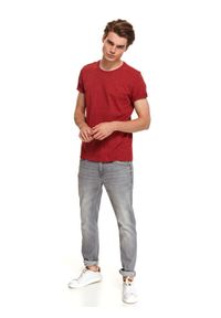 TOP SECRET - T-shirt z dzianiny recyklingowanej. Kolor: czerwony. Materiał: dzianina. Długość rękawa: krótki rękaw. Długość: krótkie. Sezon: zima