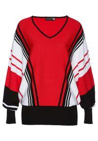 Czerwony sweter bonprix w paski, z dekoltem w serek