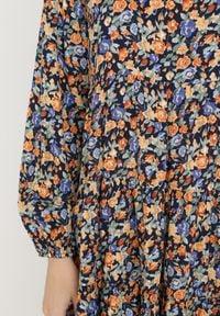 Born2be - Granatowo-Pomarańczowa Sukienka Brethice. Typ kołnierza: kołnierz z falbankami. Kolor: niebieski. Długość rękawa: długi rękaw. Wzór: kwiaty, kolorowy. Długość: mini