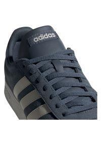 Adidas - Buty adidas VL Court 2.0 FV8905. Okazja: na co dzień. Zapięcie: pasek. Materiał: materiał, syntetyk, zamsz, skóra, guma. Szerokość cholewki: normalna. Wzór: paski, aplikacja. Sport: tenis