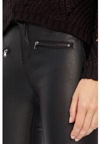 Czarne spodnie materiałowe ANSWEAR