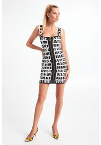 Versace Jeans Couture - SUKIENKA VERSACE JEANS COUTURE. Typ kołnierza: dekolt w karo. Długość rękawa: na ramiączkach. Typ sukienki: dopasowane, ołówkowe. Długość: mini
