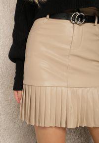 Renee - Beżowa Spódnica Linachus. Kolor: beżowy. Styl: klasyczny