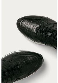 Czarne buty sportowe Wojas z cholewką, na sznurówki, z okrągłym noskiem, na średnim obcasie