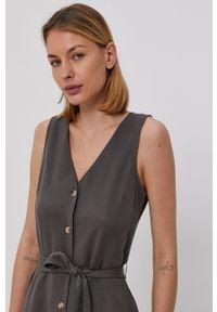 Vero Moda - Sukienka. Kolor: szary. Materiał: lyocell, tkanina, jedwab, materiał. Typ sukienki: rozkloszowane