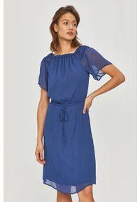 DKNY - Dkny - Sukienka. Typ kołnierza: dekolt hiszpanka. Kolor: niebieski. Materiał: tkanina. Długość rękawa: krótki rękaw. Wzór: gładki. Typ sukienki: rozkloszowane