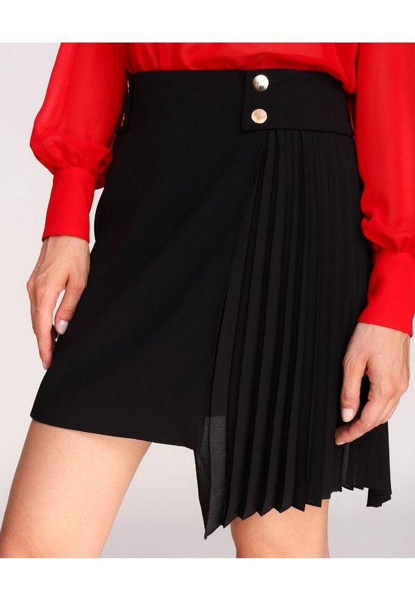 LA MANIA - Czarna spódnica Carla. Okazja: na co dzień. Kolor: czarny. Wzór: aplikacja. Styl: elegancki, casual
