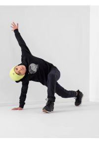 4f - Spodnie dresowe joggery chłopięce. Okazja: na co dzień. Kolor: niebieski. Materiał: dresówka. Styl: casual