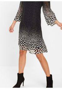 Sukienka z szyfonu bonprix czarno-biały z nadrukiem. Typ kołnierza: dekolt w serek. Kolor: czarny. Materiał: szyfon. Wzór: nadruk. Styl: elegancki