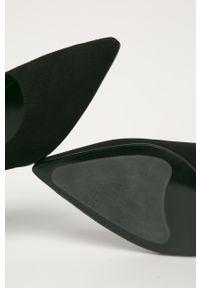 Czarne czółenka Karl Lagerfeld z cholewką, na obcasie