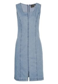 "Sukienka dżinsowa bonprix niebieski ""bleached"". Kolor: niebieski. Styl: elegancki"