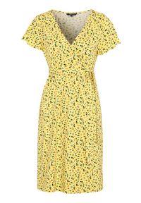 Happy Holly Sukienka kopertowa z dżerseju Amanda żółty w kwiaty female żółty/ze wzorem 48/50. Kolor: żółty. Materiał: jersey. Długość rękawa: krótki rękaw. Wzór: kwiaty. Typ sukienki: kopertowe