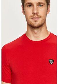 Czerwony t-shirt EA7 Emporio Armani z okrągłym kołnierzem