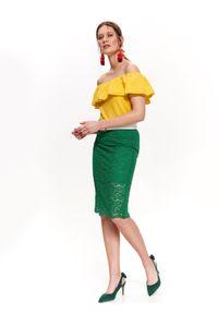 TOP SECRET - Bawełniana bluzka z falbanami. Typ kołnierza: dekolt hiszpanka. Kolor: żółty. Materiał: bawełna. Długość rękawa: krótki rękaw. Długość: krótkie. Sezon: lato, wiosna. Styl: elegancki