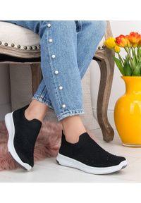 Czarne buty sportowe SKOTNICKI bez zapięcia, w kolorowe wzory, trekkingowe