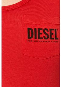 Czerwony top Diesel z nadrukiem, z okrągłym kołnierzem