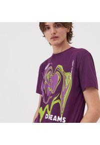 Fioletowy t-shirt Sinsay z nadrukiem