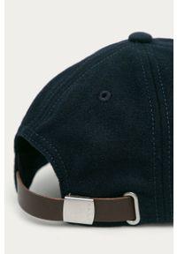 Niebieska czapka z daszkiem GANT z aplikacjami
