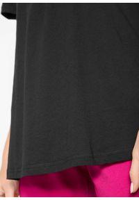 Shirt bawełniany z elastycznym dekoltem, krótki rękaw bonprix czarny. Kolor: czarny. Materiał: bawełna. Długość rękawa: krótki rękaw. Długość: krótkie