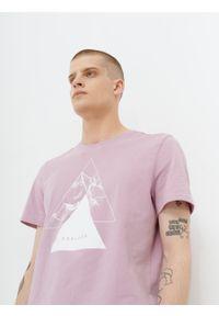 outhorn - T-shirt z nadrukiem męski. Materiał: bawełna, jersey, materiał, elastan. Wzór: nadruk