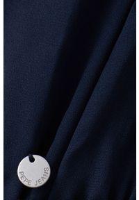 Pepe Jeans - Sukienka Giselle. Kolor: niebieski. Materiał: tkanina. Długość rękawa: długi rękaw. Wzór: gładki. Typ sukienki: rozkloszowane