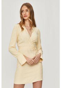 Patrizia Pepe - Sukienka. Kolor: żółty. Materiał: tkanina. Długość rękawa: długi rękaw. Typ sukienki: dopasowane