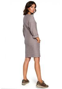 BE - Swobodna dzianinowa sukienka z kieszeniami. Materiał: dzianina. Wzór: gładki
