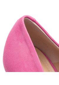 Różowe półbuty Solo Femme eleganckie, na średnim obcasie, na szpilce, z cholewką
