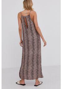 Answear Lab - Sukienka. Kolor: brązowy. Materiał: tkanina. Długość rękawa: na ramiączkach. Typ sukienki: rozkloszowane. Styl: wakacyjny
