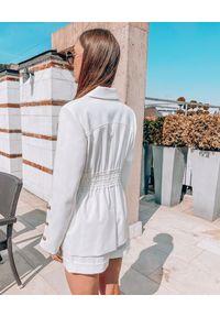 MOTIVE&MORE - Kremowe szorty Zarina. Stan: podwyższony. Kolor: biały. Materiał: bawełna, materiał. Wzór: aplikacja. Sezon: lato