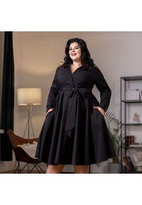Czarna sukienka dla puszystych Moda Size Plus Iwanek na zimę, z dekoltem w kształcie v