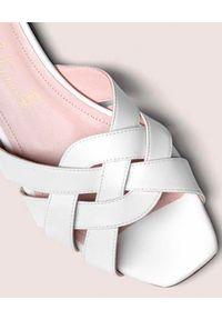 PRETTY BALLERINAS - Białe klapki plecione. Kolor: biały. Materiał: guma. Wzór: paski