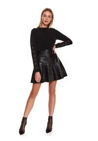 TOP SECRET - Sweter z ozdobną aplikacją. Okazja: do pracy, na imprezę. Kolor: czarny. Materiał: materiał. Długość: długie. Wzór: aplikacja. Sezon: zima