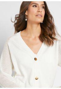 Sweter rozpinany bonprix biel wełny. Kolor: biały. Materiał: wełna. Wzór: ażurowy
