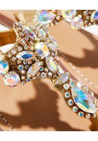MYSTIQUE SHOES - Złote japonki z kryształami. Kolor: złoty. Wzór: paski, aplikacja