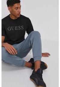Guess - T-shirt. Okazja: na co dzień. Kolor: czarny. Materiał: bawełna. Wzór: nadruk. Styl: casual