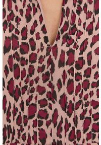 Liu Jo - Sukienka. Okazja: na co dzień. Kolor: różowy. Materiał: tkanina. Długość rękawa: długi rękaw. Typ sukienki: proste. Styl: casual