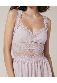 CHARO RUIZ IBIZA - Sukienka z koronką Marilyn. Kolor: beżowy. Materiał: koronka. Długość rękawa: na ramiączkach. Wzór: koronka. Sezon: lato. Typ sukienki: rozkloszowane. Długość: mini