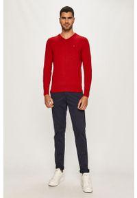 Czerwony sweter TOMMY HILFIGER casualowy, z aplikacjami