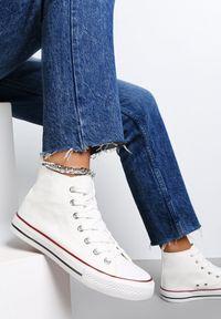 Renee - Białe Trampki Echimene. Wysokość cholewki: za kostkę. Nosek buta: okrągły. Kolor: biały. Materiał: materiał, guma. Szerokość cholewki: normalna. Wzór: gładki. Styl: klasyczny